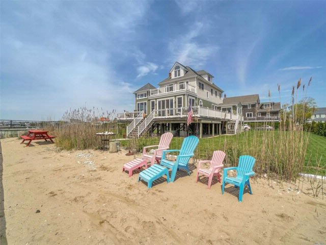 4 BR,  3.00 BTH  Nantucket style home in Patchogue