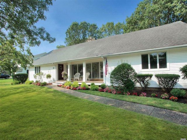 4 BR,  3.00 BTH  Exp ranch style home in Patchogue